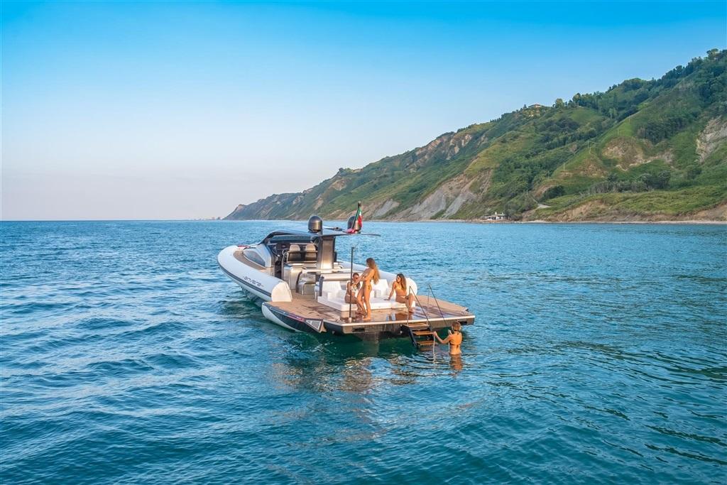 trona_yacht